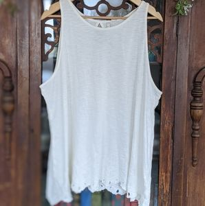 Lauren Conrad keyhole embroidered lace tank top